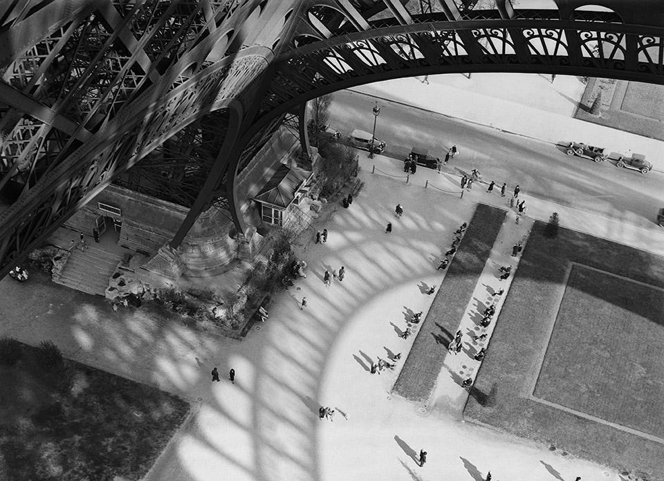 L'ombre de la tour Eiffel, Paris, 1929