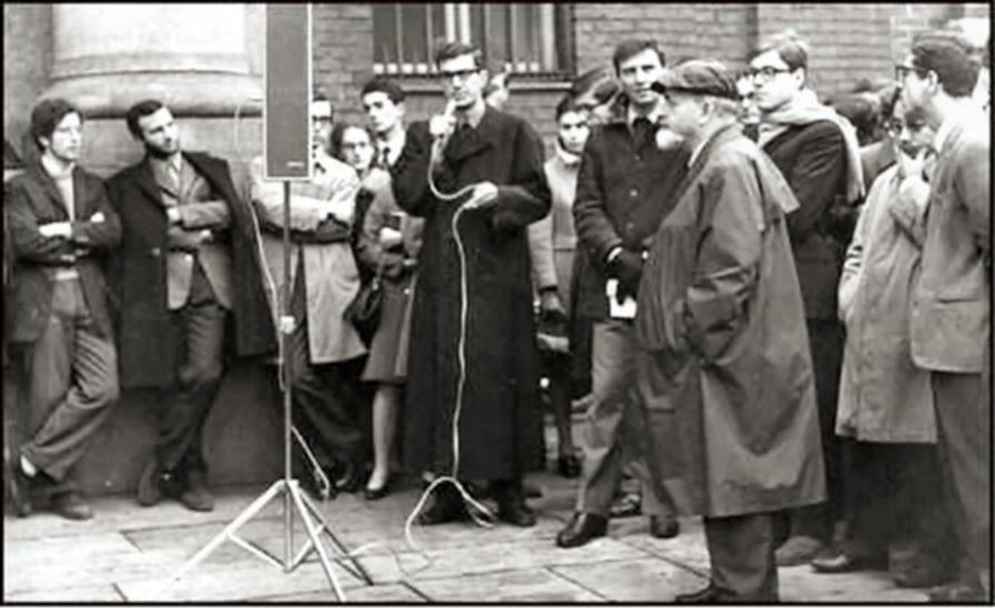 67 Università Cattolica il Rettore Franceschini, Piero Zerbi e gli studenti