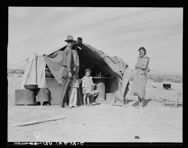 LAnge tenda isolata con famiglia 8b31751v