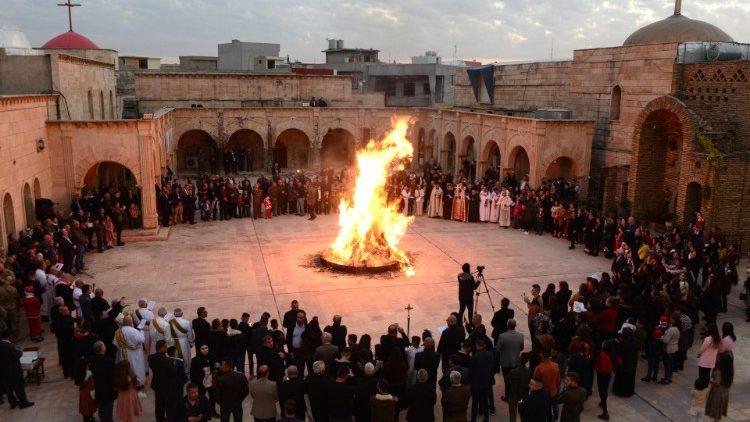 Qaraqosh parroco e chiesa a Natale 2020